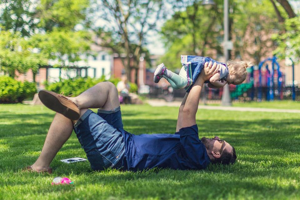 Solicitud devolución IRPF maternidad y paternidad